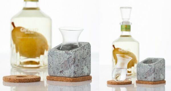 Stenkall - Rafraîchisseur d'eaux de vie - Bloc de pierre ollaire creusée + verre + 2 supports en liège - Marque Täljsten